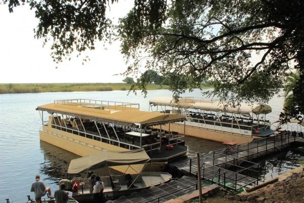 Ausflugsboote An Der Chobe Riverfront