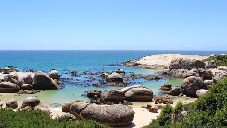 suedafrika-boulders-beach-felsen-am-strand