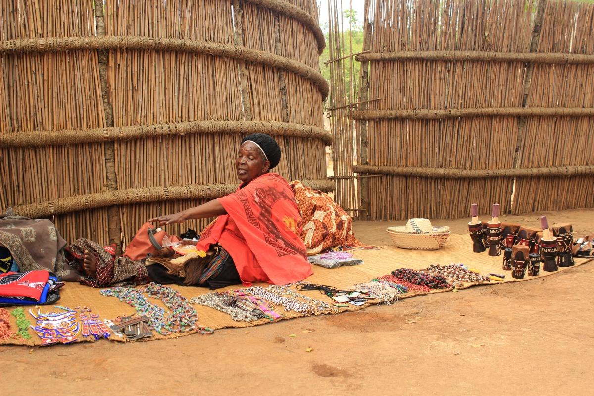 Verkäuferin In Einem Swazi Dorf