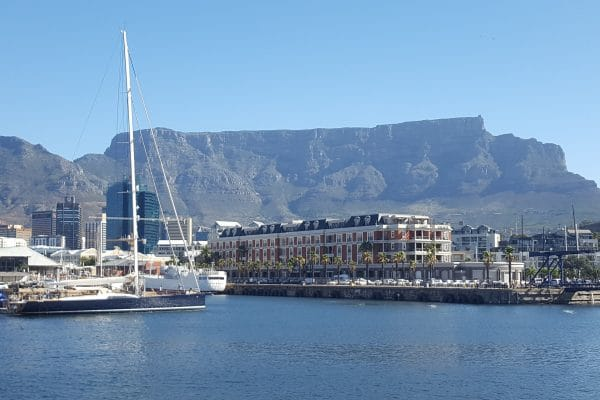 Blick Vom Wasser Auf Kapstadt-Hafen