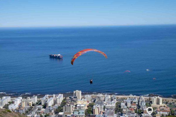 Kurz Nach Dem Start Der Tandem-Gleitschirme über Kapstadt