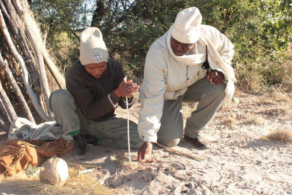 San Buschmen Beim Feuer Machen Im Central Kalahari Game Reserve
