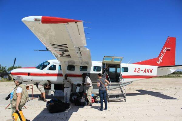 Botswana Flugsafari Gaeste Steigen Aus