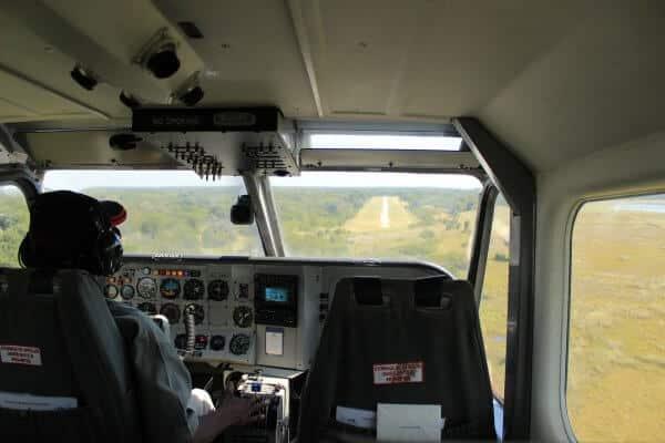 Botswana Flugsafari Pilot Beim Landeanflug