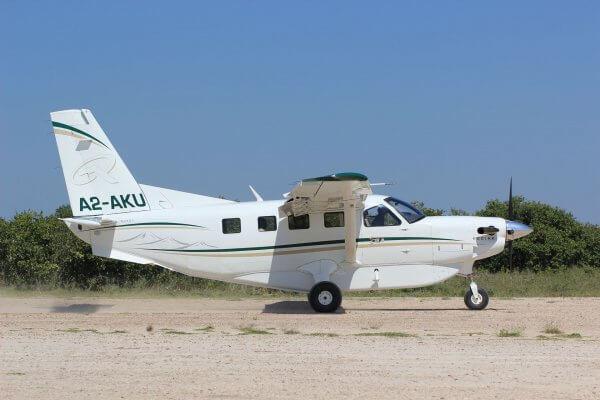 Botswana Flugsafari Seitenansicht Kleinflugzeug