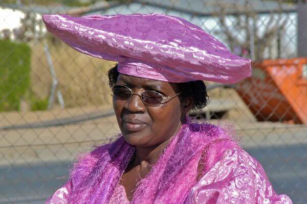 Namibia-herero-dame | Lila Outfit