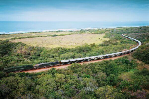 So fährt der Rovos Rail an der Küste entlang