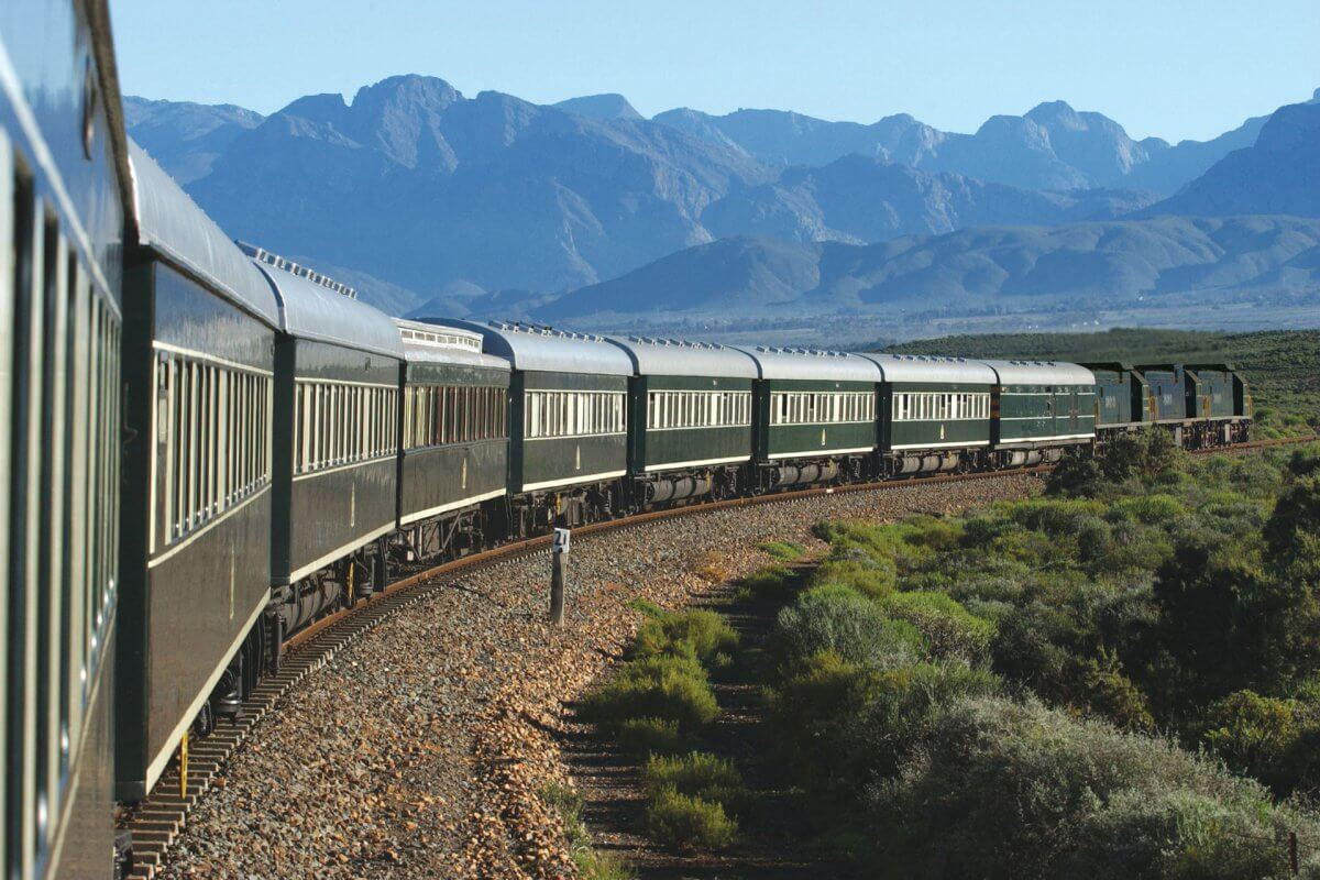 Rovos-rail-landschaft-outeniqua-mountains