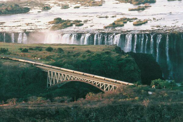 rovos-rail-landschaft-victoria-falls-bruecke