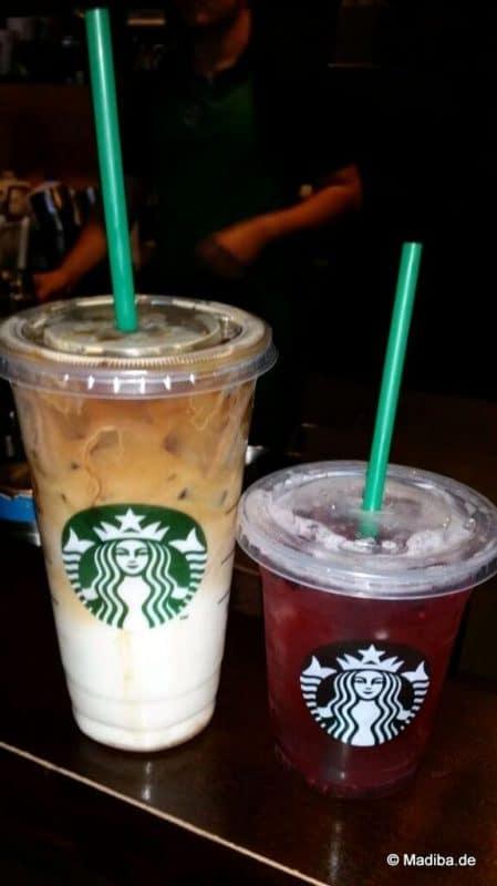 Starbucks-Getränke auf Tisch
