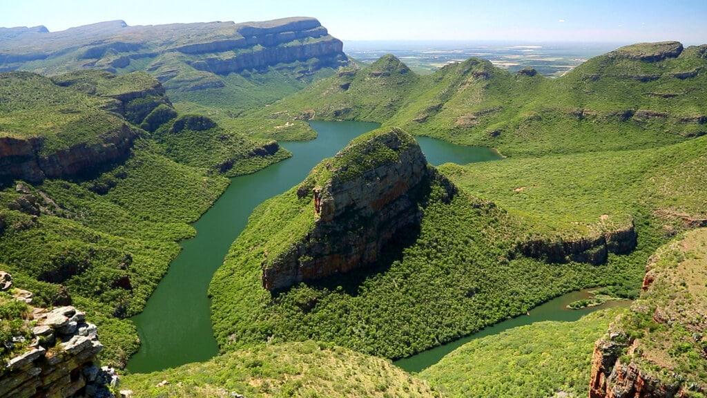 Grüner Wald, grüner Fluss, grüner Blyde River Canyon
