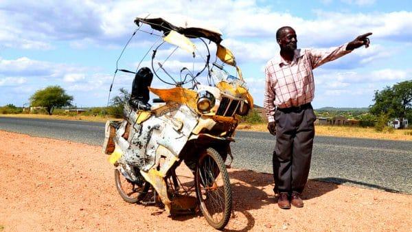 Eigenbau Motorrad-Fahrrad in Afrika