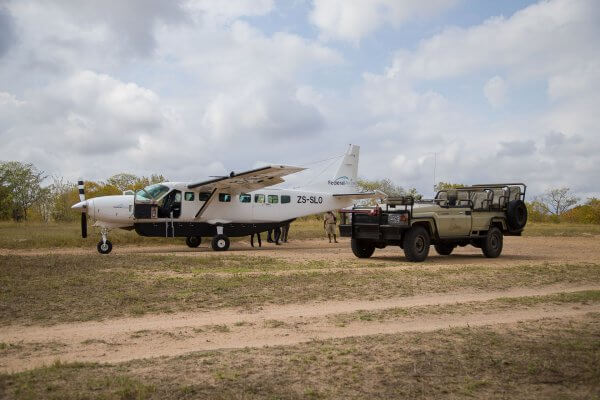 Suedafrika Flugsafari Kleinflugzeug Auf Buschpiste