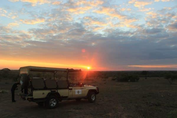 Sundowner zum Sonnenuntergang im Krüger National Park
