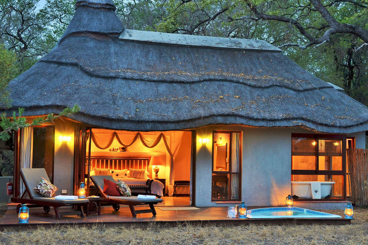 Imbali Safari Lodge Chalet am Abend