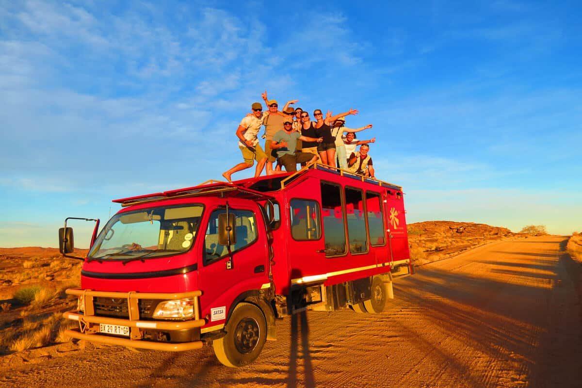 Fotosession Auf Mountain Truck In Der Wüste
