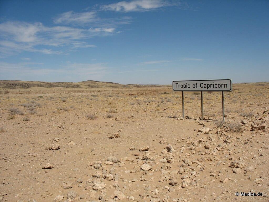 Schild: Tropic of Capricorn in der Namib